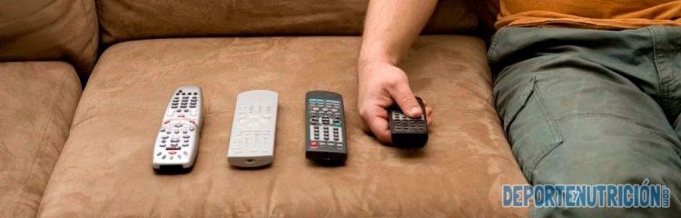 Hombre sedentario sofa